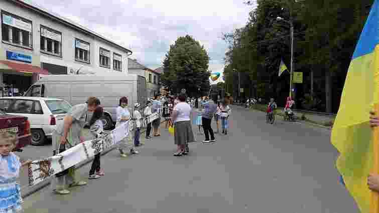 На Львівщині створили вишитий рушник довжиною майже 400 метрів