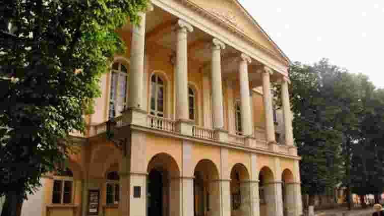 У театрі Заньковецької у Львові провалилася сцена: у двометрову яму впали 20 людей
