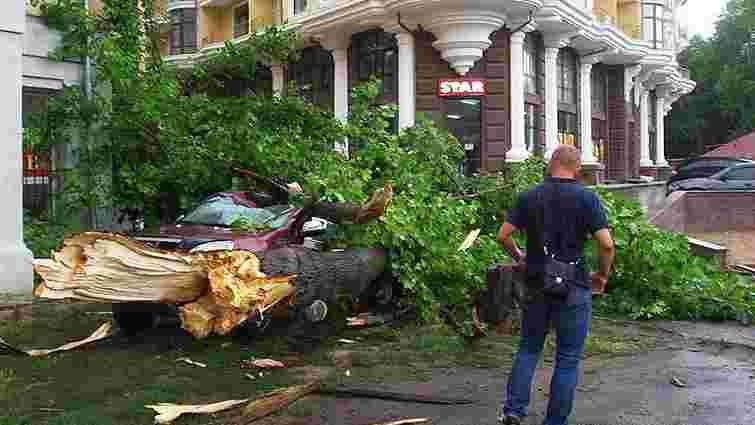 Одесу і околиці накрила сильна злива з градом