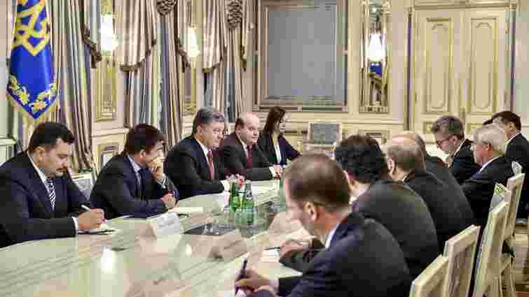 Порошенко закликав до нових санкцій проти Росії у разі чергового зриву мінських угод