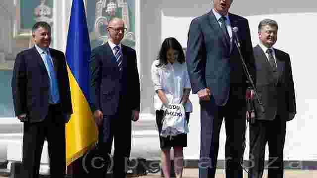 Фотографія Кличка у кашкеті поліцейського насмішила українців у соцмережах