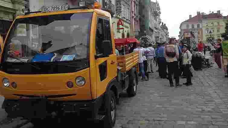 На площі Ринок виник конфлікт між міліцією і нелегальними торговцями кавою