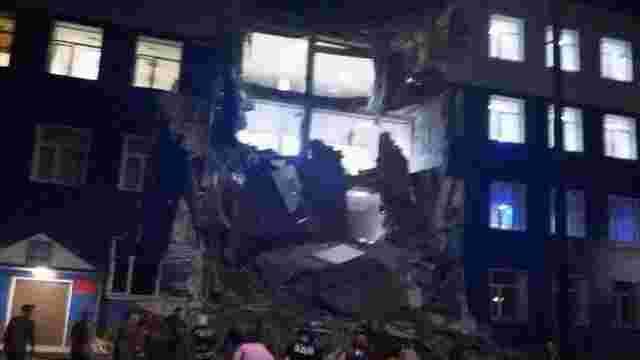 В російському Омську обвалився військовий навчальний центр, під завалами – до 20 людей