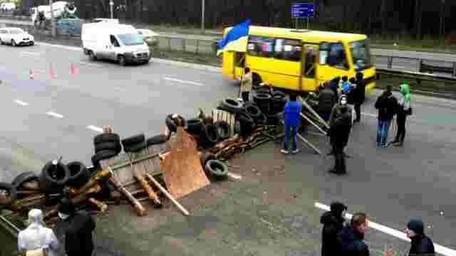 На блокпостах «Правий сектор» зупиняє великогабаритні автомобілі із чоловіками