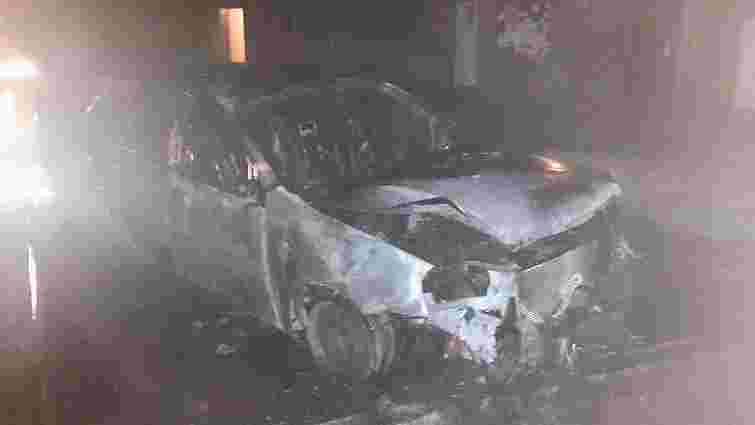 В Ужгороді спалили автомобіль прокурора