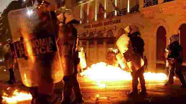Біля парламенту Греції почалися сутички демонстрантів з поліцією