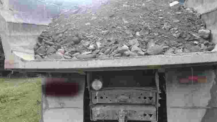 На Львівщині підприємці незаконно видобували гравій для ремонту сільської дороги