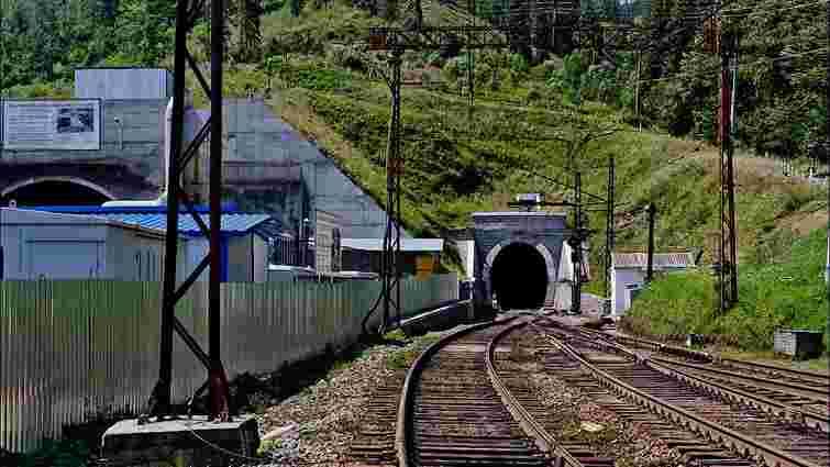 Невідомі вчинили спробу нападу на залізничний тунель у Карпатах