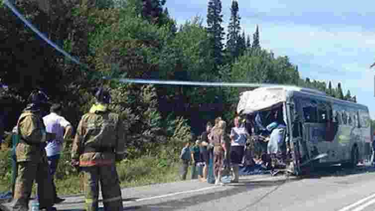 У Красноярському краю автобус зіткнувся з фурою, загинули 11 людей
