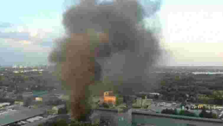 У Голосіївському районі Києва загорілися склади