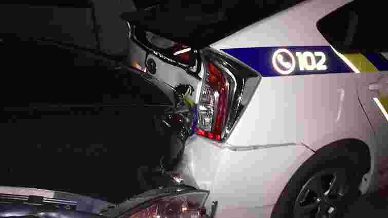 У Києві винуватець ДТП влаштував перегони з двома екіпажами поліції і потрощив їхні автомобілі