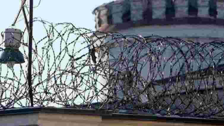 На Хмельниччині шестеро засуджених роззброїли конвоїрів і втекли