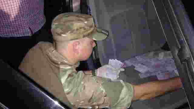 На Житомирщині на хабарі затримали працівника військкомату