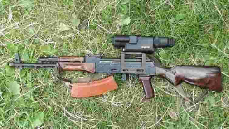 На Львівщині в приватному будинку знайшли автомат Калашникова та дві рушниці