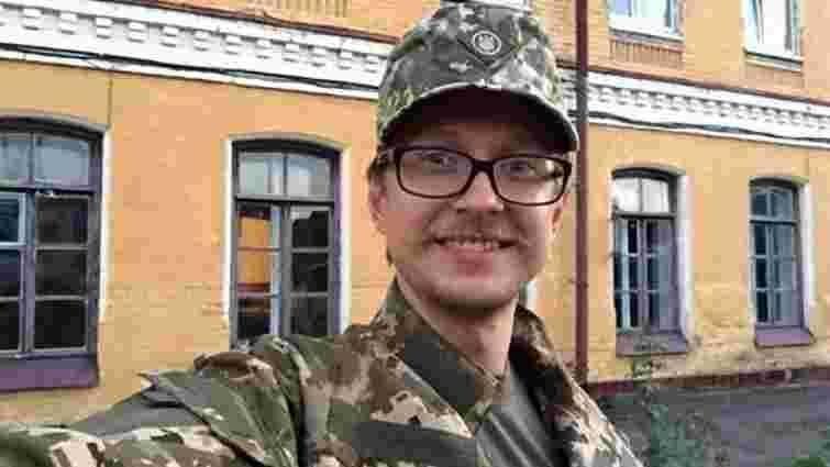 Майкл Щур похвалився армійською зачіскою і розповів про перші дні в армії