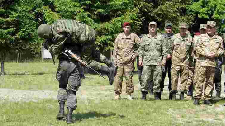 Українці можуть навчити американців воювати з солдатами РФ у гібридній війні, - нардеп