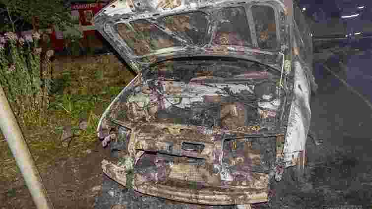 Вночі у Львові згорів автомобіль Skoda Fabia