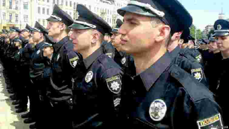 Львівські патрульні поліцейські уже отримали форму та чекають на автомобілі