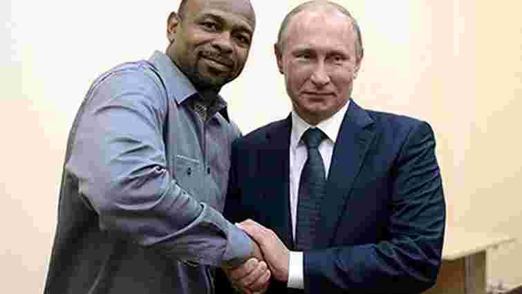 У Криму американський боксер попросив у Путіна надати йому російське громадянство