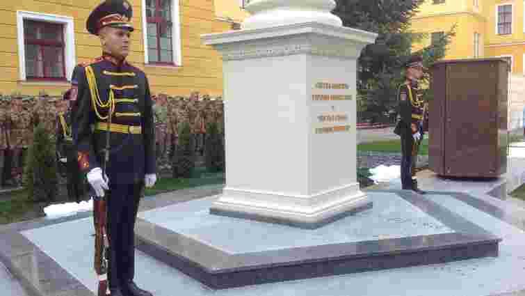 У Академії сухопутних військ відкрили алею слави випускників загиблих в АТО