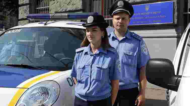 У Львові п'яні дівчата на авто врізались в маршрутку та побились із поліцейськими