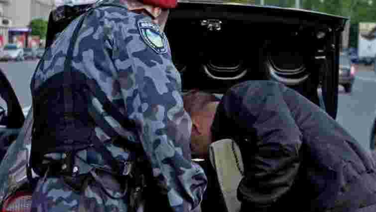 На вокзалі в Лисичанську затримали мешканця Львівщини з вибухівкою і зброєю