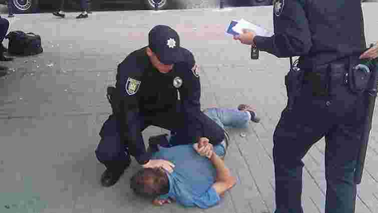 Патрульні поліцейські у центрі Львова затримують п'яниць