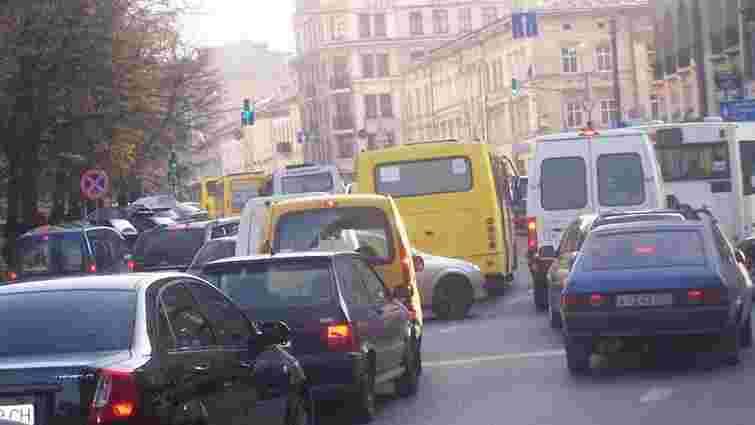 У центрі Львова пограбували банкіра на ₴300 тис.