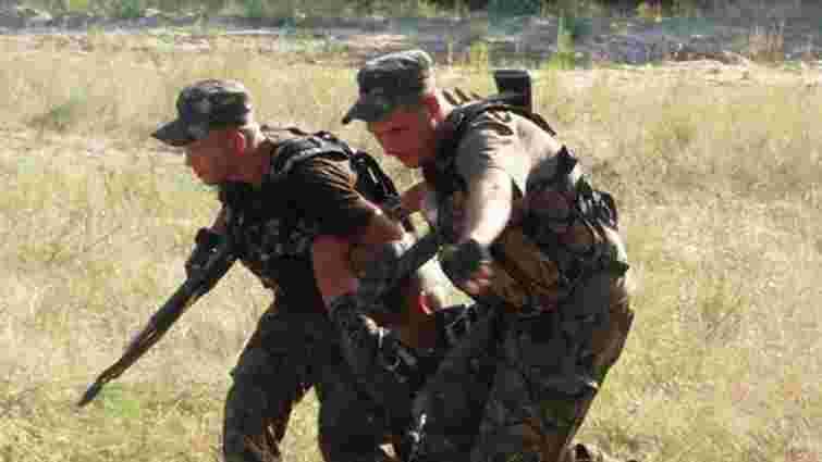 Двоє військових підірвались на розтяжці у Кримському