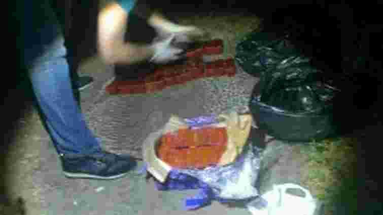 У Дніпропетровську військовослужбовець намагався продати 20 кг тротилу
