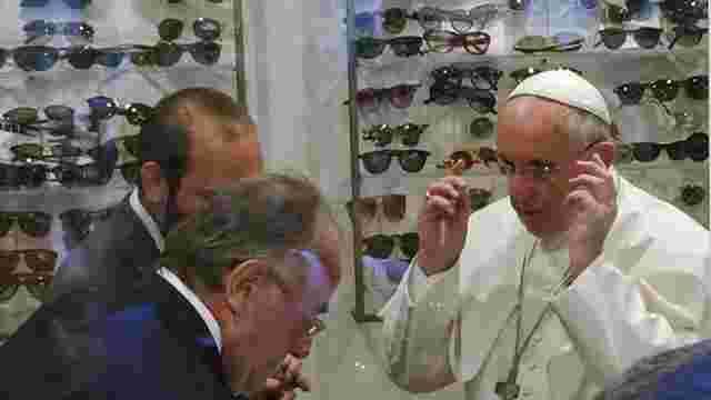 Папа Франциск привернув велику увагу людей шопінгом у Римі