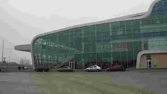 Працівники львівського аеропорту висловили недовіру керівництву