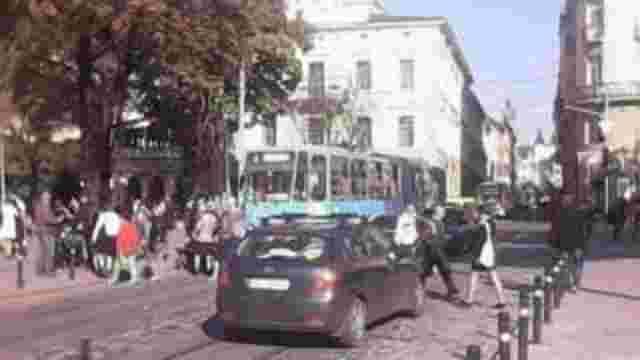 У центрі Львова трамвай збив дитину