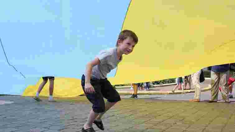 Уряд хоче запровадити для школярів присягу прапору України