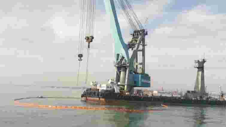 Затонулий на Одещині катер почали піднімати