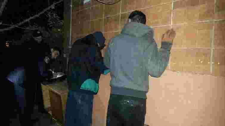 Вночі у Львові «на гарячому» впіймали двох крадіїв телефонного кабелю