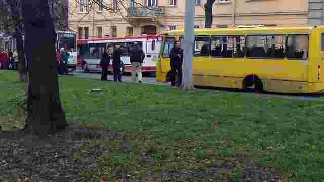 У львівської маршрутки під час руху відпало колесо