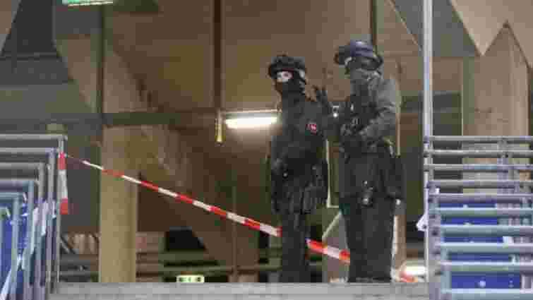 Поліція виявила начинену вибухівкою машину біля стадіону в Ганновері