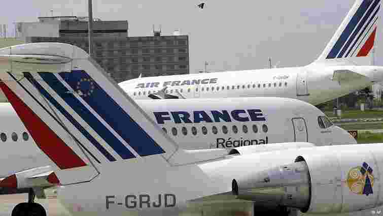 Два літаки, що летіли у Францію, екстрено приземлились через повідомлення про бомби на бортах