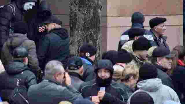 Невідомі напали на київський офіс холдингу Ахметова