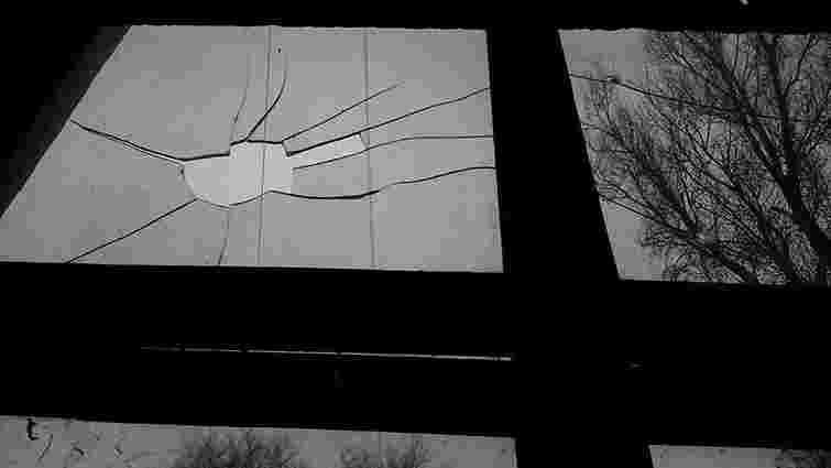 У Запоріжжі з травматичної зброї обстріляли Будинок друку