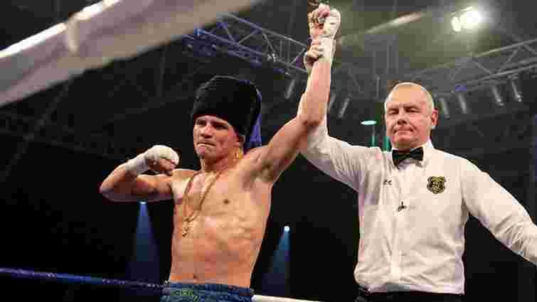 Денис Беринчик битиметься із угорським боксером
