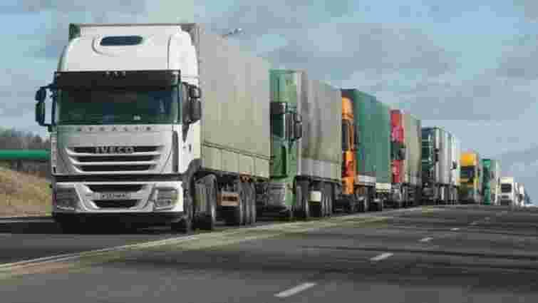 На Чернігівщині та Сумщині простоюють турецькі вантажіви, яких не пропускають в РФ