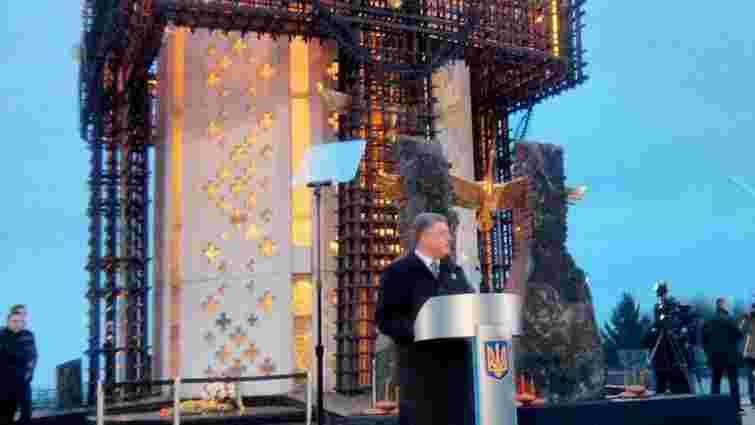 Україна запалює свічки в пам'ять про жертв Голодомору
