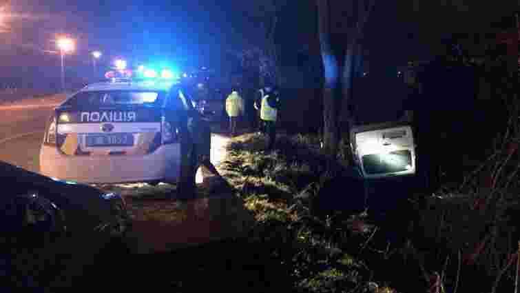 У Львові внаслідок ДТП автомобіль перевернувся на дах