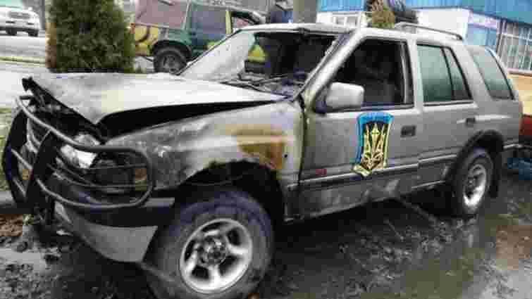 В Харкові невідомі підпалили позашляховики «айдарівців»