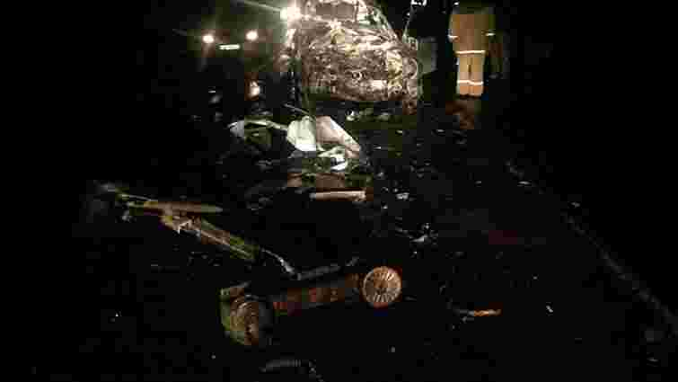 На Львівщині внаслідок зіткнення з фурою загинули водій і пасажир легковика