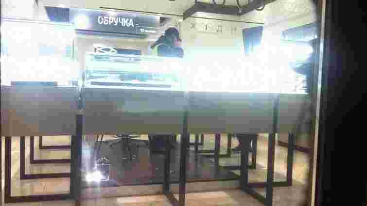 У Львові невідомий пограбував ювелірний магазин