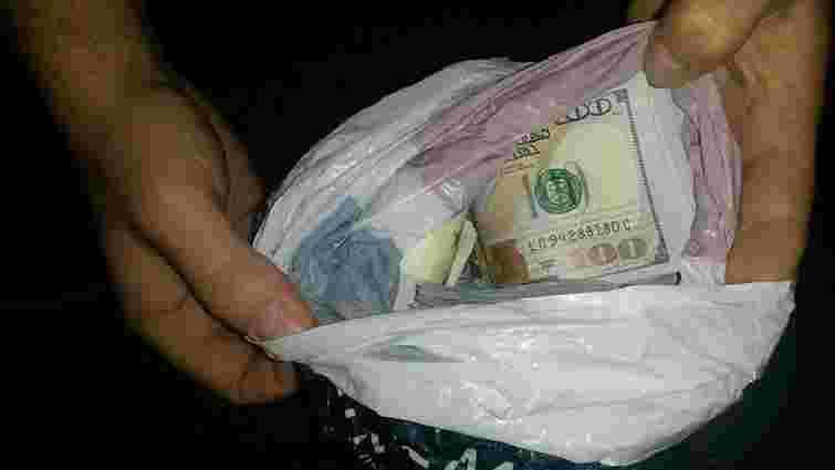 Поляк приховав від львівських митників незадекларовану валюту