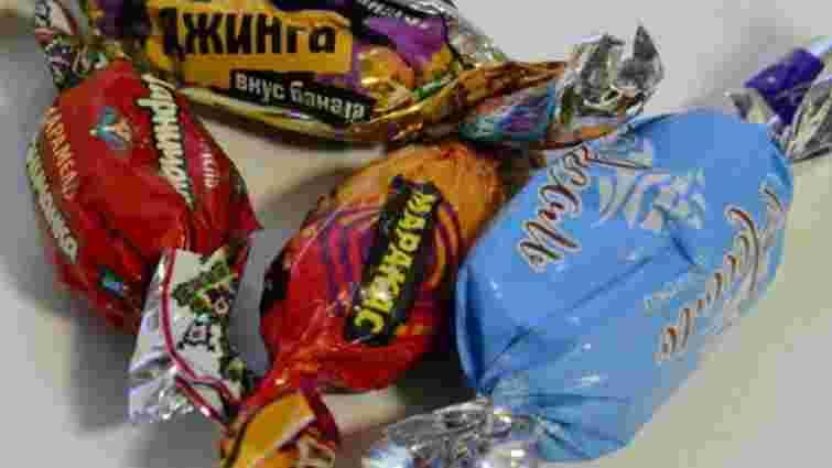 В Івано-Франківську покарають чиновників, які купили дітям російські цукерки